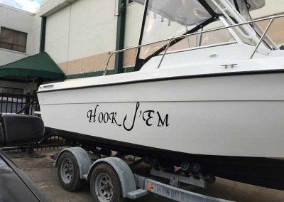 Hook-em-boat-lettering